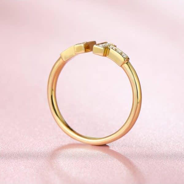 Tiaria 18K T Design Ring 3