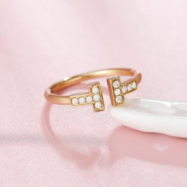 Tiaria 18K T Design Ring 2